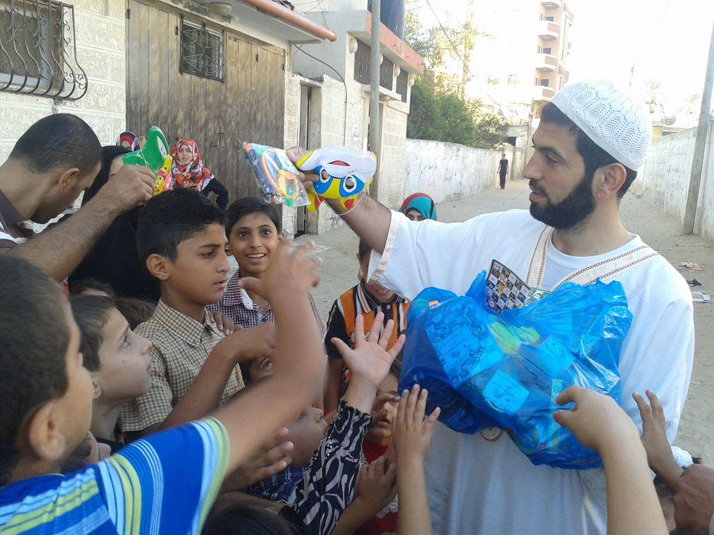 2014-10-04 حملة بسمة 450 طفل