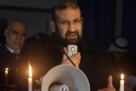 رئيس سلطة الطاقة م. كنعان كبيد في جلسة التشريعي على ضوء الشموع