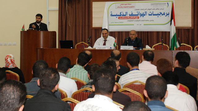 Photo of يوم دراسي عن الهواتف الذكية بين الحاضر والمستقبل