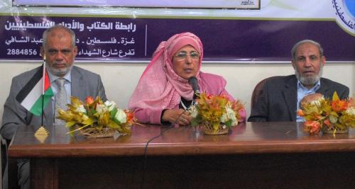 Photo of أنا مع الكاتبة عزة عزت.. أنا ضد الكاتبة عزة عزت